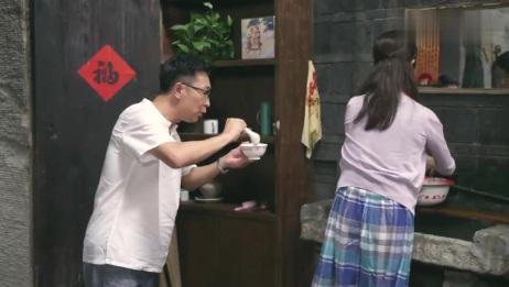 幸福照相馆:大叔喂美女吃饭,不料这时主任赶到,主任愣了