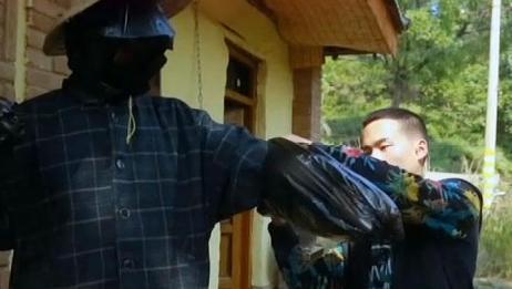 """行者:野居青年,""""全副武装""""铲除胡蜂,装备略显寒酸!"""