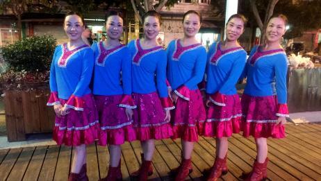 紫蝶广场舞《梦里花香》。歌好听舞好看,柔情万千