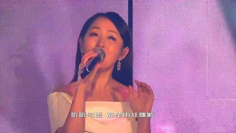 全世界歌手都在翻唱这首歌,只有杨钰莹唱得最甜,不愧是甜歌皇后