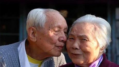"""60岁的老夫老妻,还需要""""夫妻生活""""吗?别不好意思看"""