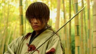 漫改电影《浪客剑心》拔刀斋回师傅身边学刀术,学成后真是太强了