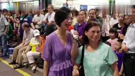 刘韵60年前成名的这首歌,又被龙婷在香港街头唱火了,无数人围观!