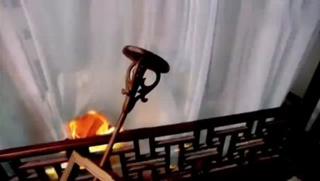 恶毒小姑子失手放火,不料竟把怀孕嫂子一人丢在房间里,扭头就跑