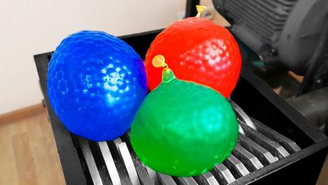 解压球的花式玩法,放入粉碎机中,瞬间四处飞溅