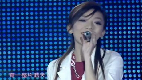 张亚飞2006超级女声总决赛6进5再现经典《蓝天》,与罗丹、乔维怡合唱《大风吹》