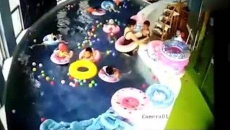 太揪心了!3岁幼童游泳课溺水 2分钟内竟无人发现