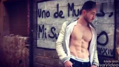 Instagram上的网红肌肉男模,身材超棒!1