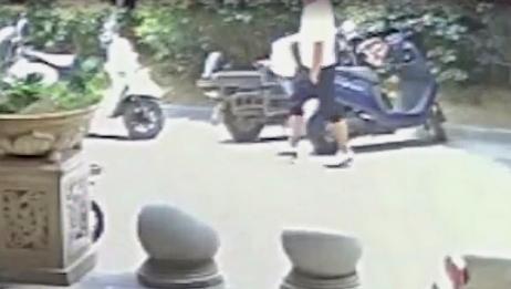 小区物业人员偷外卖,被抓后向民警吐槽:太难吃了