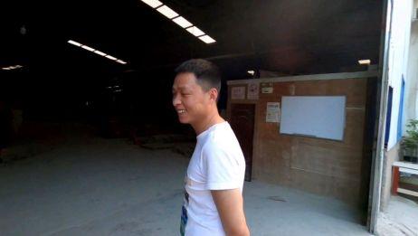 小伙自驾穷游中国,来到贵州贵阳,找到了一位昔日好友