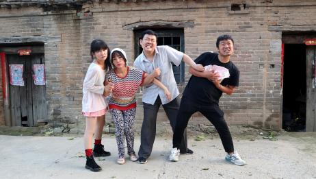 丈母娘喜欢小恩小惠,不等对待穷富两个女婿,患难见真情结局感动