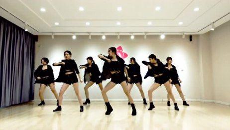 青岛帅气小姐姐爵士舞展示《BB》
