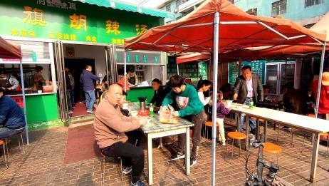 农村大哥做胡辣汤28年,如今一天卖1000多碗,生意火爆带动整条街
