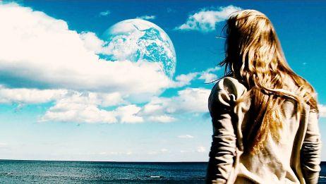 天空上出现另一个地球,平行宇宙的出现让两个地球交流上了