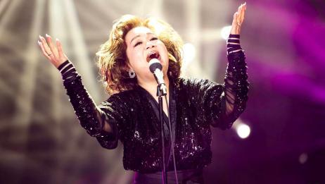 上台前得知自己将要离婚,她含着泪唱完这首歌,现如今已成为经典