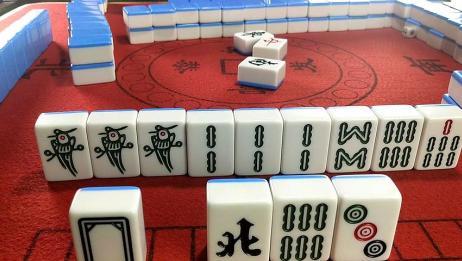 这把牌还能赢,真的万万没想到小伙子会这样玩