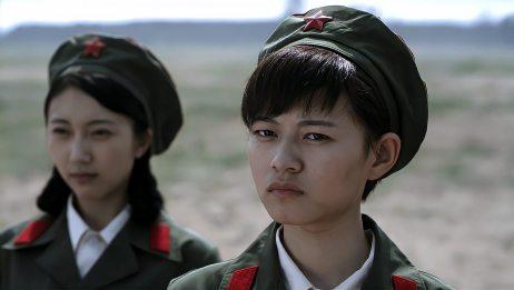 军营来女兵个个有背景,连长都无可奈何,士兵却治服她们!