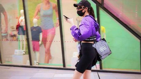 瑜伽裤配小卫衣,运动范小姐姐人美腿长身材棒,要论时尚就属她