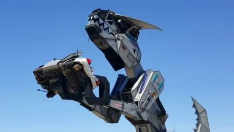 花重金打造的机械霸王龙,威力惊人,捏碎一辆汽车都轻而易举!