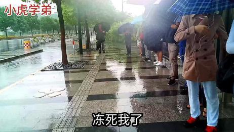 就在刚才,上海开始了鬼天气,走到半路下起了暴雨!暴雨又来了!