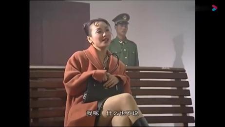 警察抓了一群夜总会小姐,没想到审讯的时候警察暴怒了,太无法无天了