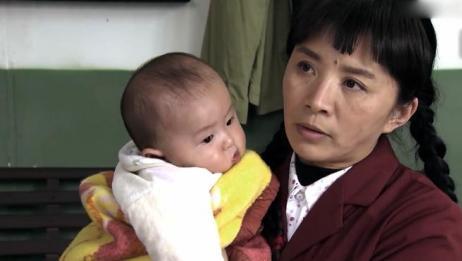大妈捡了个婴儿,以为派出所会帮忙找父母,怎料却砸自己手里了!