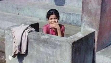印度到处都是露天厕所,女生该如何保护隐私?真相让人心疼!
