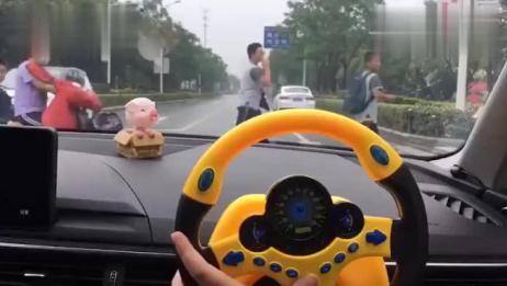 """副驾驶装个""""方向盘"""",开车的时候,媳妇再也不多嘴了!"""