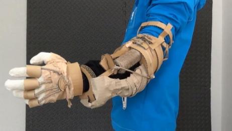 牛人用纸板制作超酷的手臂装置,动手能力太强了!