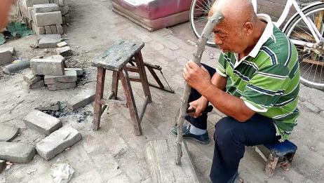 做了一辈子木工的二大爷,用花椒木做的拐棍有多好,一百块买不到