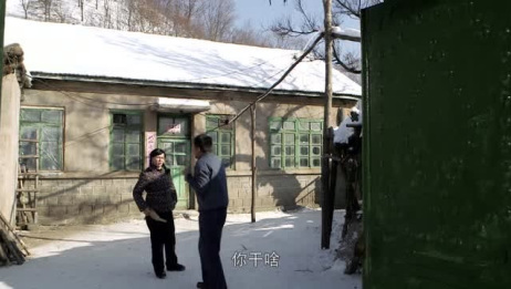 东北媳妇太彪悍了,一言不合就拿扫帚打人,还大冬天把老公关门外