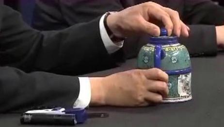 老汉带紫砂壶鉴宝,称价值600万,不料鉴定后让人不敢相信!
