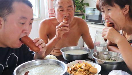 早餐红肠整根吃,炒榨菜,馒头花卷大米粥,老妈直夸馒头好吃