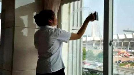 窗户外玻璃灰尘太厚很脏?家政阿姨教我一招,擦得洁净明亮不留尘