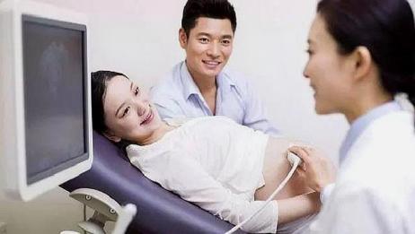孕妈妈做B超时,医生涂肚皮上的东西有啥用,原来它的作用这么大