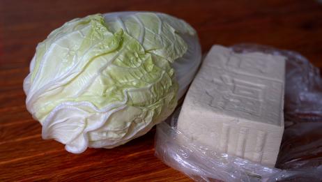 白菜炖豆腐时,先炖豆腐还是先炒白菜?大厨教你正确方法,太香了