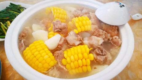 喝了这么多年的玉米排骨汤才知道这种做法,汤会更香更浓,简单美味