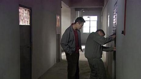 室友偷偷把门锁给换了,打算在里面生孩子,真是太自私了