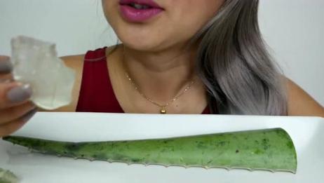 吃播大胃王:美女大口吃芦荟,黏糊糊透明的,真的能吃?
