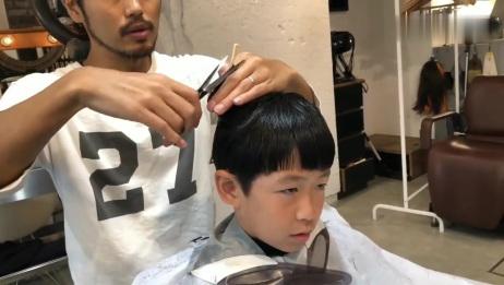 露出额头的发型特别适合单眼皮的小男生,打理造型后很正太喔