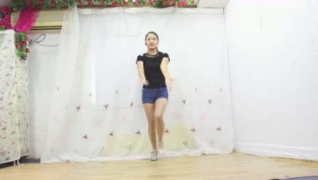 精选广场舞《两个人寂寞一个人狂欢》,气质小姐姐居家活力演示!