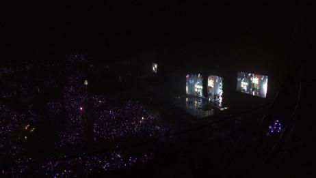 大连杨千嬅演唱会现场粉丝太疯狂,满场都是荧光棒,太震撼了