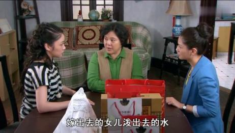孩奴:俩女儿拖家带口回来住,亲妈:嫁出去的闺女泼出去的水!